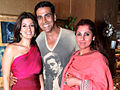 Akshay Kumar with family.jpg