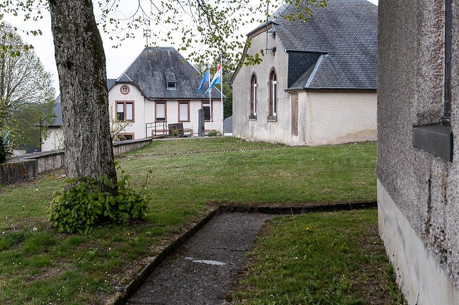 Den Ale Kierfecht ronderëm d'Wolwener Kierch.