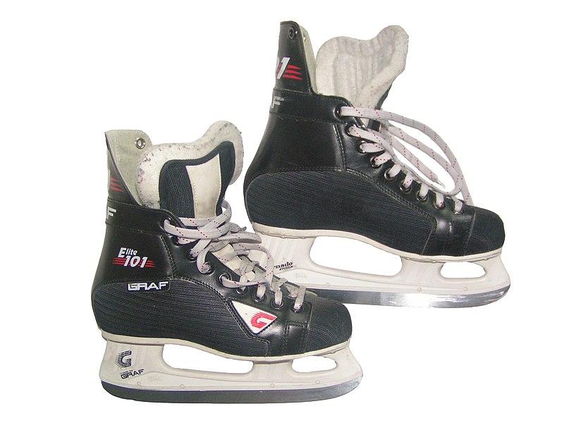 Ficheiro:Amateur ice hockey skates.jpg