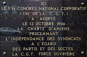 Amiens, rue Rigollot, plaque commémorative de l'adoption de la charte d'Amiens, le 13 octobre 1906.jpg