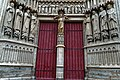 Amiens - Rue Cormont - View NNE on the South Transept Façade of la Cathédrale Notre-Dame d'Amiens 1220-88 II.jpg
