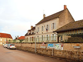 The town hall and school in Andryes