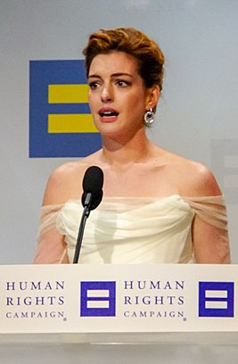 Anne Hathaway @ 2018.09.15 Human Rights Campaign National Dinner, Washington, DC USA 06198 (44713869971) (cropped 3).jpg