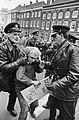 Anti-Vietnam demonstratie in Den Haag, een provo wordt gearresteerd, Bestanddeelnr 920-2457.jpg