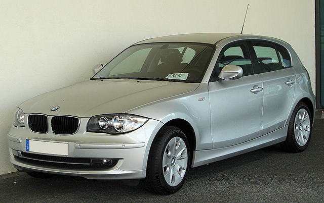 file bmw 1er e87 facelift front wikimedia. Black Bedroom Furniture Sets. Home Design Ideas