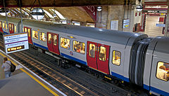 Baker Street tube station with waiting train.jpg