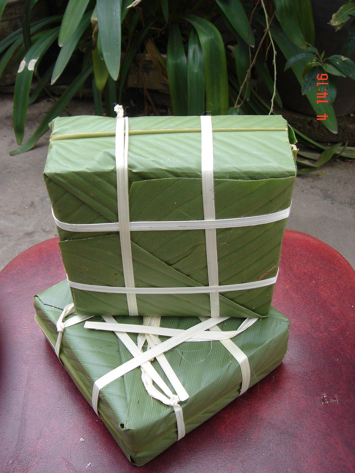 Chung cake (Bánh Chưng)