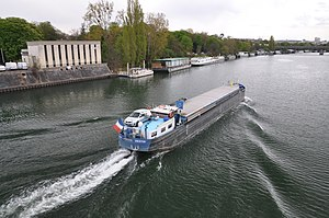 Barge Destin on the river Seine 003.JPG