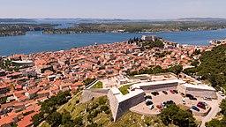 Vy over Šibenik fra Baronefæstningen.