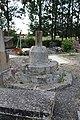 Base croix cimetière Boissay.jpg