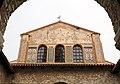 Basilica, eufrasiana, facciata con mosaici del VI secolo (parte alta) e santi rifati nel xix secolo, 01.jpg