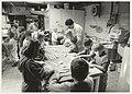 Bennebroekerlaan 39. Schoolkinderen van de basisschool De Zwanebloem in Zwaanshoek op bezoek bij bakkerij Ted van Dijk. NL-HlmNHA 54032057.JPG