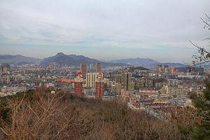 Benxi - Image: Benxi Blick über die Stadt