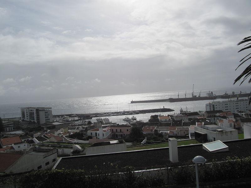 File:Blick auf den Hafen von Ponta Delgada (14004703142).jpg