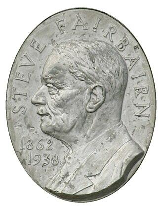 Steve Fairbairn - Steve Fairbairn memorial bust on the Mile Post