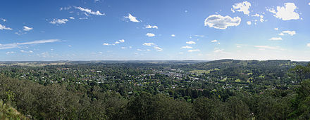 Panoramic view of Bowral from the Bowral Lookout on Mount Gibraltar. Moss Vale and the ranges near Bundanoon can be seen in the background. Bowral panorama.jpg