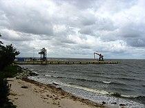 Brünzow Getreidehafen Vierow vom Lubminer Strand aus.jpg