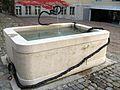 Brunnen im Innenhof des Museums der Kulturen in Basel (Tina Z'Rotz, Ohne Titel 2014).jpg