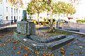 Brunnenanlage mit Stele, Elsasssplatz Aachen.JPG
