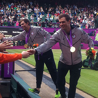 Tennis at the 2012 Summer Olympics – Men's doubles - Image: Bryan brothers with medals 2012