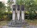 Brynjulv Bergslien Nils Bergslien Knut Bergslien Monument 1928 Vangskyrkja Bergsliplassen Voss Norway 2016-10-25 Front 01.jpg