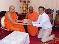 Buddhika Sanjeewa with the Chief Prelate of the Malwathu Chapter of the Siam Sector, Most Venerable Tibbatuwawe Sri Siddhartha Sumangala Mahanayake Thero.jpg