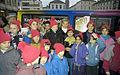 Bundesarchiv B 145 Bild-F083254-0031, Bonn, Weihnachtsmarkt, Hannelore Kohl mit Kindern.jpg