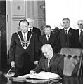 Bundesarchiv Bild 183-1987-0529-043, Berlin, Rotes Rathaus, Gustav Husak.jpg