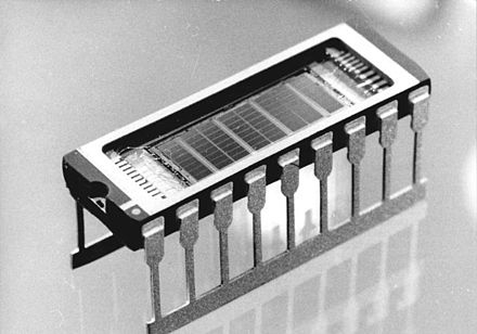 1 Megabit (MiBit) chip, one of the last models developed by VEB Carl Zeiss Jena in 1989 Bundesarchiv Bild 183-1989-0406-022, VEB Carl Zeiss Jena, 1-Megabit-Chip.jpg