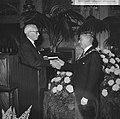 Burgemeester Thomassen ontving de reunisten van de 100 jarige Dalton-HBS op stad, Bestanddeelnr 918-2722.jpg