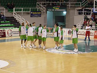 Cáceres CB - The team, before a 2002–03 ACB season game.