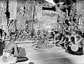 COLLECTIE TROPENMUSEUM Balinese kebyar duduk danser onder begeleiding van gamelan TMnr 10004715.jpg