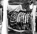 COLLECTIE TROPENMUSEUM Een opgebaarde dode met offers er omheen Bali TMnr 10003313.jpg