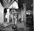 COLLECTIE TROPENMUSEUM Kinderen in een open gebouw in Batoer Soerakarta Java TMnr 10002882.jpg