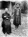 COLLECTIE TROPENMUSEUM Lokaal geestelijk leider met de Nederlandse pastoor Nieuwenhuis op het eiland Tanimbar TMnr 10000699.jpg