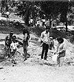 COLLECTIE TROPENMUSEUM Mensen tijdens een dagje uit in het recreatieoord Maribaja TMnr 20000027.jpg