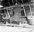 COLLECTIE TROPENMUSEUM Voorouderaltaar in een woning op Tanimbar TMnr 10000871.jpg
