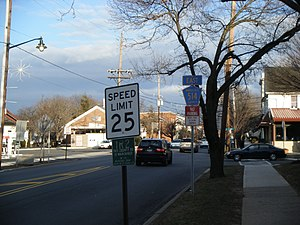 County Route 514 (New Jersey) - CR 514 eastbound past Route 27 in Highland Park, with a shield for the former County Route 1R2 designation