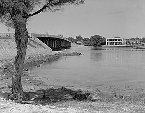 Canning Bridge - The current bridge and Raffles Hotel, shortly after their construction in 1939