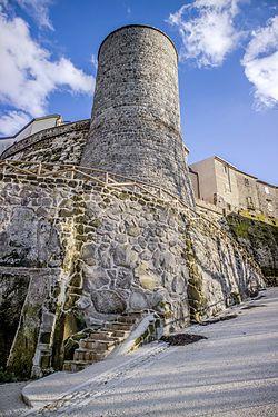 Castelvenere (BN), 2017, Le torri e il castello. (32883897281).jpg
