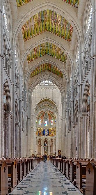 Almudena Cathedral - Image: Catedral de la Almudena, Madrid, España, 2014 12 27, DD 26