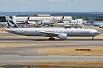 Cathay Pacific, B-KQP, Boeing 777-367 ER (43687230294).jpg