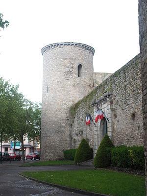 Château de Gannat - Main gate and NE tower