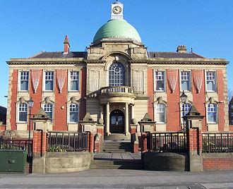 Chadderton - Image: Chadderton Town Hall (front)