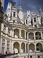 Chambord - château, cour (13).jpg
