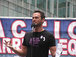 Cheyenne Jackson marriage rally May 2009.jpg