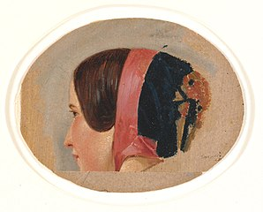 Portræt af ung pige med kyse, bortvendt profil mod venstre