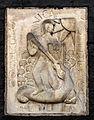 Close-up van het reliëf Sint Joris en de draak.jpg