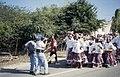 Collectie Nationaal Museum van Wereldculturen TM-20034646 Een man filmt de optocht voor het oogstfeest Seu naar het erf van Dudu Muzo Curacao Drs. F.W.M. (Frans) Fontaine (Fotograaf).jpg