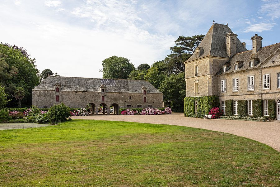 Français:  Communs du château de Tocqueville à Tocqueville (France).